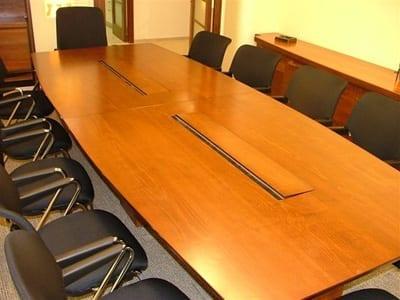שולחן חדר ישיבות מדגם סנטור