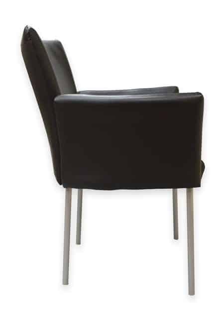 כיסאות אורחים