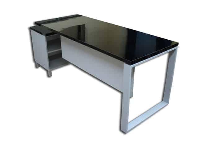 שולחן עם שלוחה
