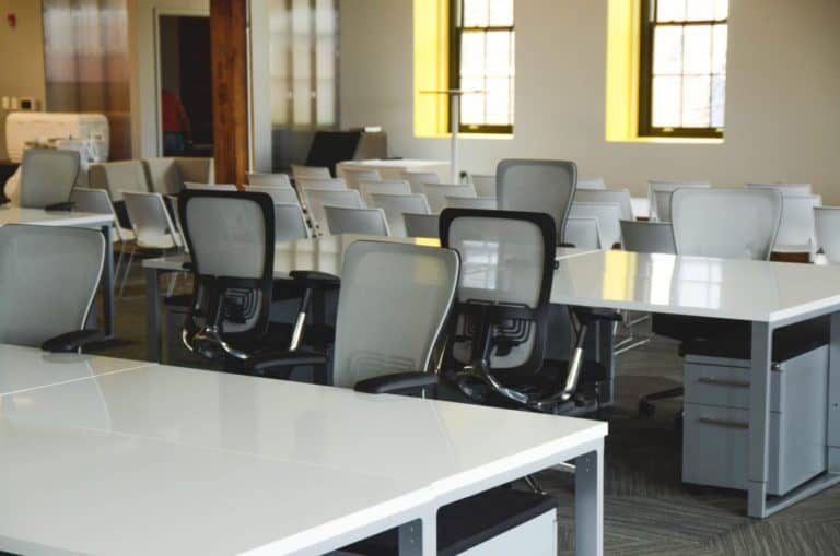 4 טיפים לישיבה ארגונומית על כיסא אורטופדי
