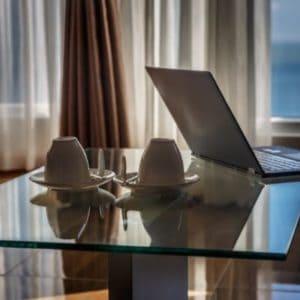 רהיטי משרד מזכוכית
